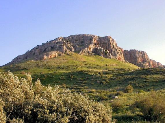 arbel-cliffs-from-below-tb040903202